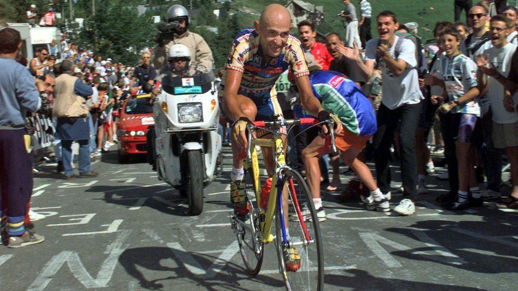 Marco-Pantani-bergauf-Alpe-d-Huez