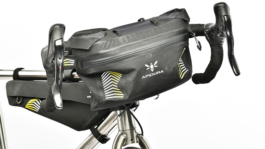 Apidura Racing Handlebar Pack, Test, Bikepacks