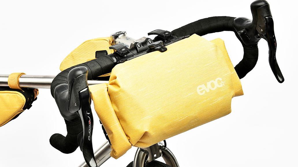 Evoc Handlebar Pack Boa M, Bikepacks, Test